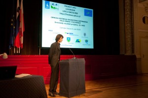 Dr. Damijan Denac je na dogodku predstavil dosedanje delo na projektu LIVEDRAVA. foto: Jure Korež