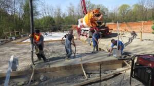 Pričela se je gradnja hleva. foto: Dominik Bombek